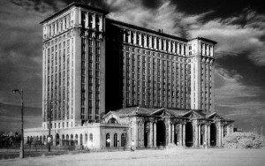 Un carrefour désert à Detroit (Michigan). Copyright : Wikimedia