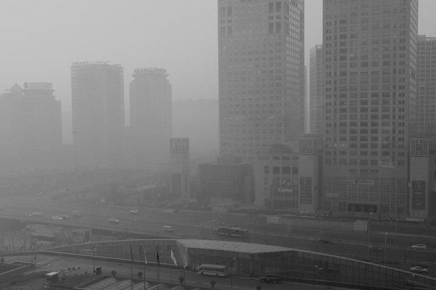 « Airpocalypse » à Pékin. La capitale chinoise est noyée dans un immense nuage de particules fines. Copyright : Michael Korcuska / Flickr