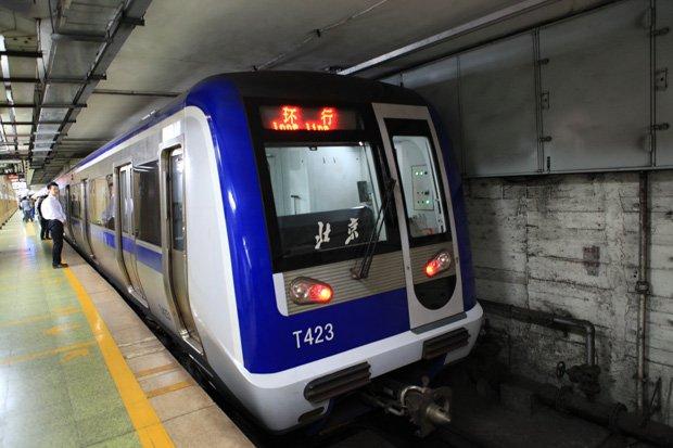 À Pékin, des distributeurs spéciaux délivrent un ticket de métro en échange de vingt bouteilles de plastique vides. Copyright : Jucember / Wikimedia