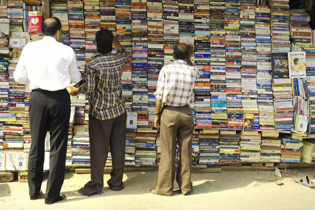 Les marchés aux livres sont très fréquentés dans les grandes villes indiennes. Copyright : Marc Oh ! / Flickr