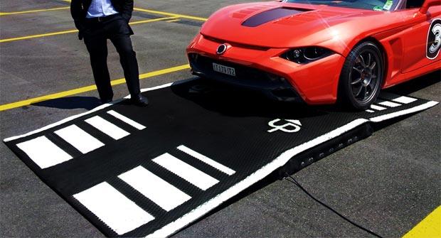 A chaque fois qu'une voiture ralentit de 50 à 20 km/h, elle perd près de 20 Wh d'énergie qu'il est possible de récupérer. (©Underground Power)