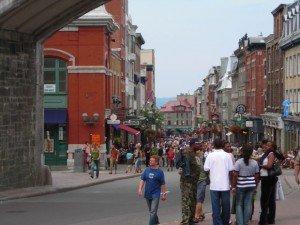 Les hauts murs du Vieux-Québec en font un quartier propice à la marche à pied, malgré la rigueur du climat. Copyright : Abdallah / Flickr