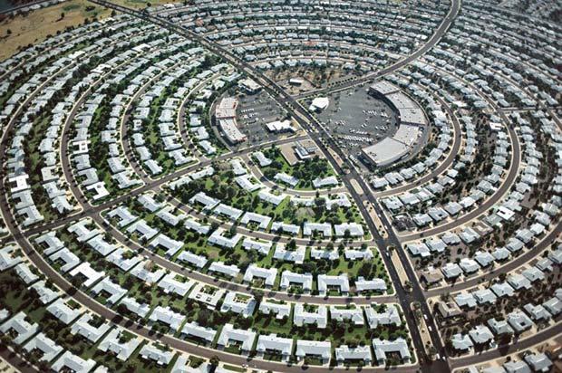 La ville de Sun City (Arizona) est réservée aux séniors. © Alex MacLean