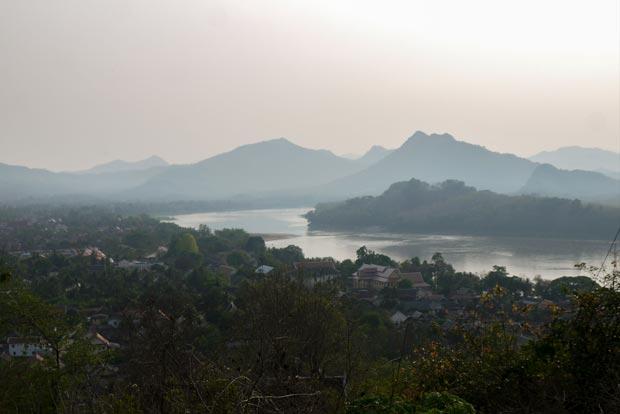 Le Laos, entre la saison sèche et la saison des pluies. Crédits : Architecture by Road