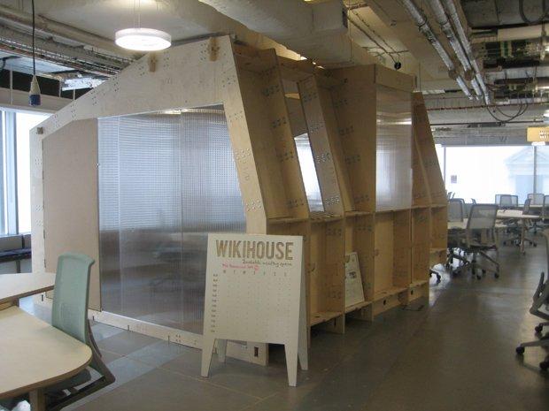 Un prototype de la Wikihouse exposé à Westminster, en Angleterre. Copyright : Andy Roberts / Wikimedia