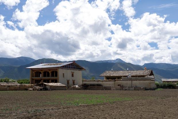 Shangrila, une ville perchée à plus de 3200 mètres d'altitude. Source : Architecture by Road