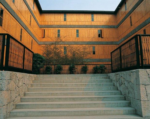 Le campus de l'Académie des Beaux-Arts de Xiangshan (Hangzhou, Chine), conçu par Amateur Architecture Studio. Copyright : François Ged