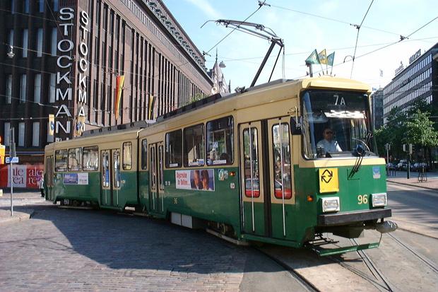 Une rame de tramway dans le centre d'Helsinki. Copyright : Lhoon / Flickr