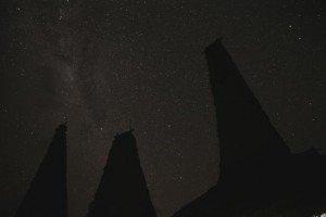 Les toits de Ratengaro, sous un ciel d'étoiles - crédits Jérémy Coste