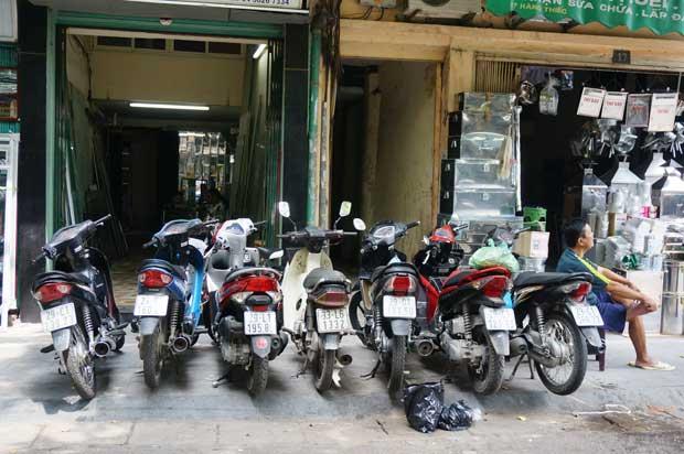A Hanoï, la mobylette est partout ! Crédits : Clément Pairot
