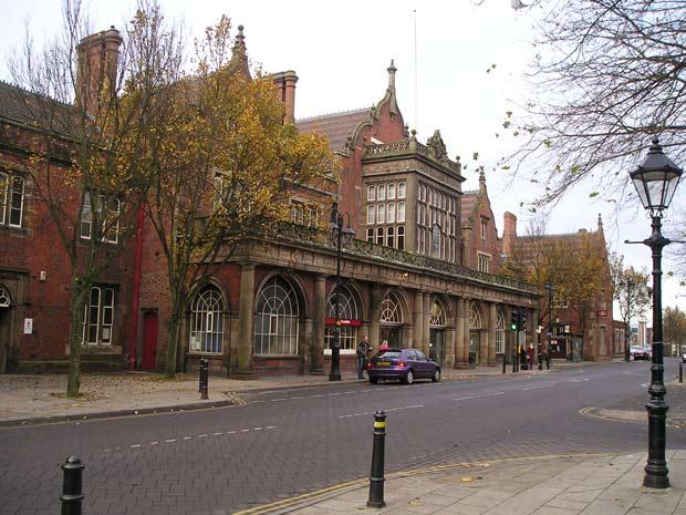 La gare de Stroke on Trent (Angleterre), bâtie en 1848.  Copyright : Noel Walley / Wikimedia