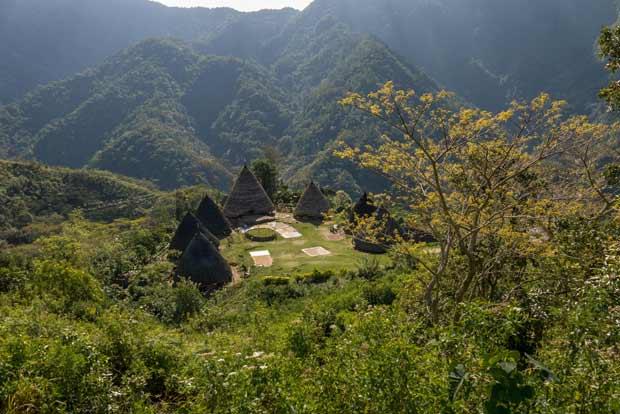 Le village de Waerebo se dévoile peu à̀ peu - crédits Antoine Dubois