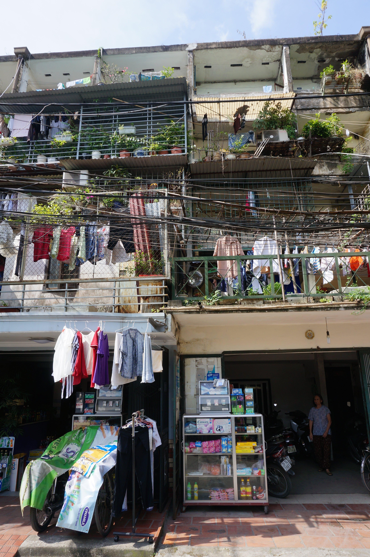 rajouts de commerces - Hanoï ; Crédits : Clément Pairot