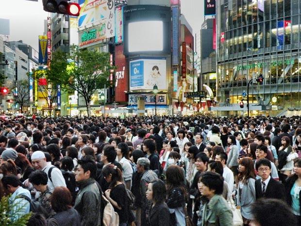 Le smartphone devient dangereux pour les piétons. Ici dans le quartier très fréquenté de Shibuya, à Tokyo. Crédit : Mehmet Aktugan / Flickr