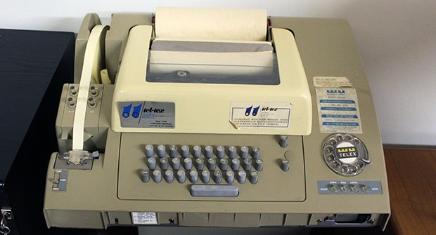 téléscripteur « Teletype Model 32 » ; Copyright : Jamie / Flickr