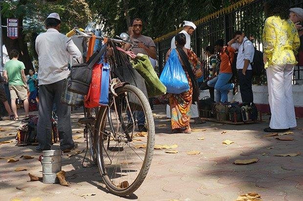 Dabbawalas déplacement. Crédits : Clément Pairot