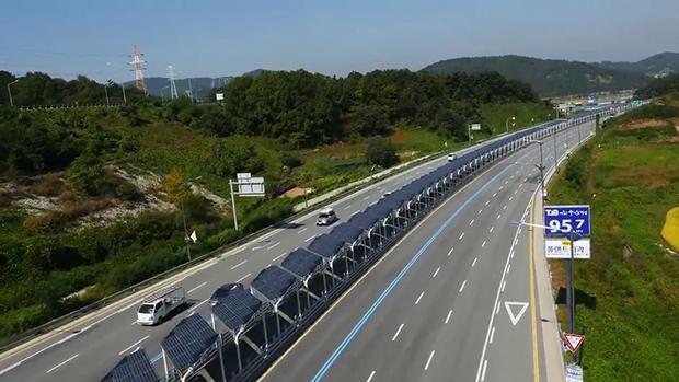 Piste cyclable autoroute. Crédits : Techno-car.fr