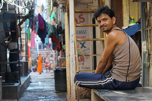 homme dans une ruelle aménagement urbain Demain la ville