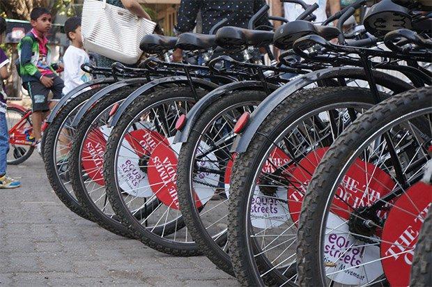 Les organisateurs de l'évènement mettent à disposition gratuitement (contre le dépôt d'une pièce d'identité) un vélo pour une demi-heure. Crédits : Clément Pairot