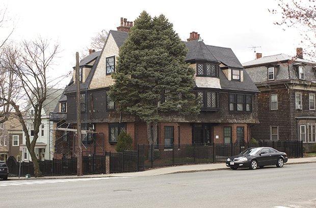 La George Loring House de Somerville (Massachussetts), construite par l'architecte du même nom en 1895. Copyright : Tim Pierce / Wikimedia