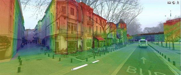 La technologie mise au point par Siradel permet de basculer à tout instant du mode 3D virtuelle au mode panoramique.  Copyright : © Siradel