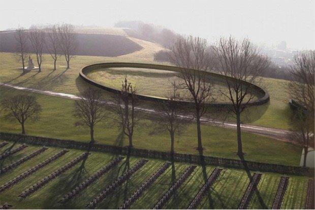 L'anneau, en équilibre, vise à rappeler que « la paix est fragile » © Urbanews