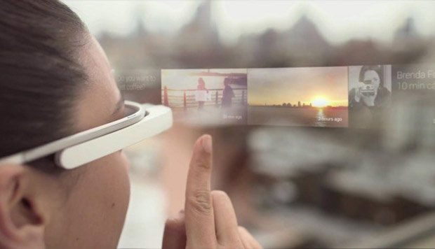 Les lunettes de réalité augmentée font apparaître dans le paysage réel des informations virtuelles.