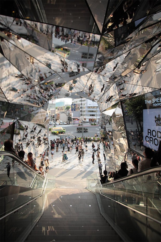 escalator-Tokyo-Plaza-Harajuku-Fujii-mobilité