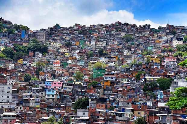 La favela Rocinha à Rio de Janeiro au Brésil est la plus grande de la ville. Près de 80 000 personnes y vivent. © DR