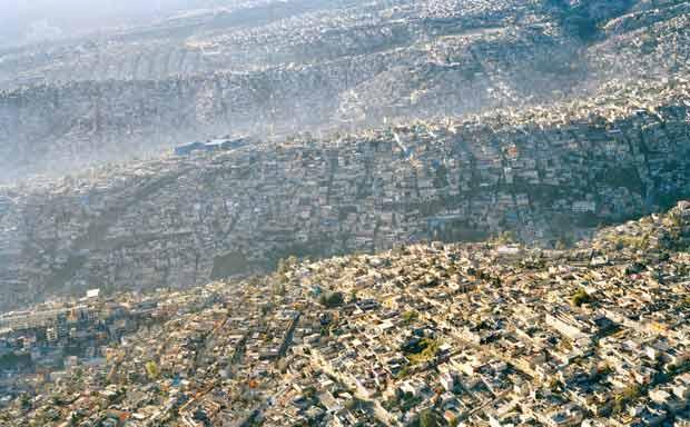 La ville de Mexico City, avec ses 21 millions d'habitants, s'étend sur 1485 km2, soit près de quinze fois la superficie de Paris (105km2) © DR