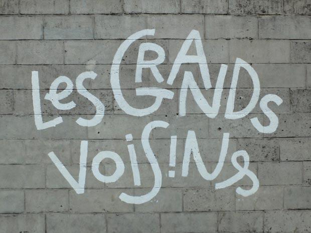 Inscription sur le mur, à l'entrée des Grands Voisins