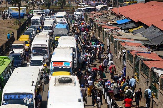 Le trafic congestionné de Nairobi. Crédits : Clément Pairot.