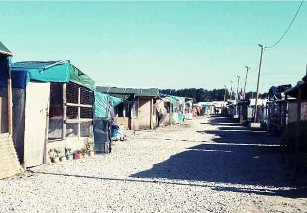 La jungle de Calais est un exemple d'habitat temporaire de réfugiés qui s'est pérennisé.