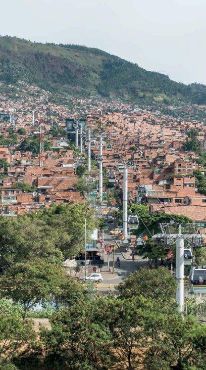 Metrocable est un systeme de telecabines installe par la communaute urbaine colombienne de Medellín