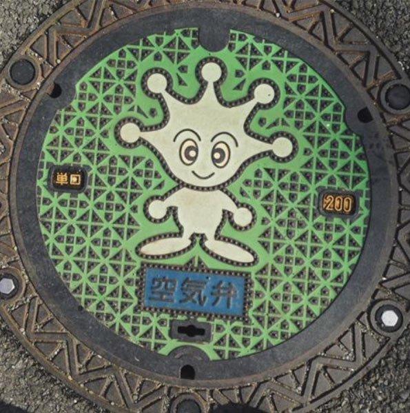 """Aquan (et sa tête en forme de """"splash""""), la mascotte du système égoutier et de distribution des eaux de la ville de Yokosuka"""