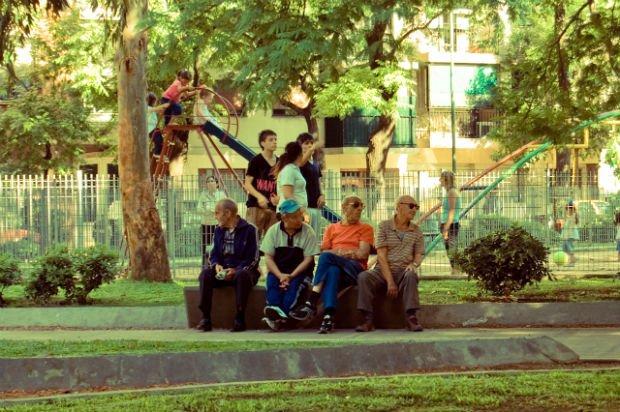 Quand les âges s'entremêlent, la ville prend vie - Crédits Pedro Ramundo sur Flickr