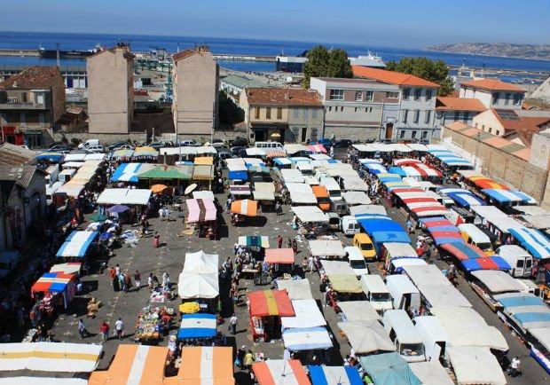 Le marché aux puces de Marseille vu de haut que le projet intégrera pleinement