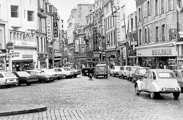 photo d une rue et de voitures