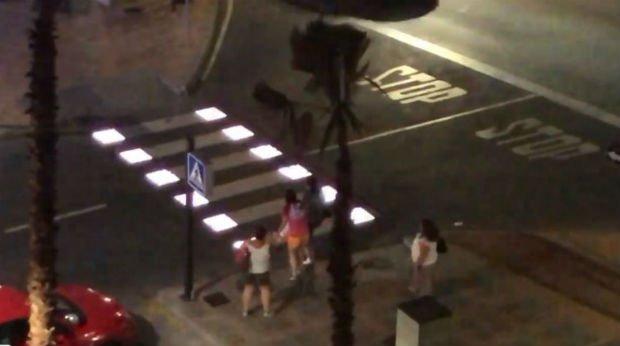 Dans la ville de Fuengirola, les passages piétons s'illuminent quand on traverse