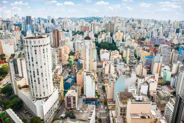Ville tentaculaire parcourue d'immeubles, São Paulo est le centre économique du Brésil