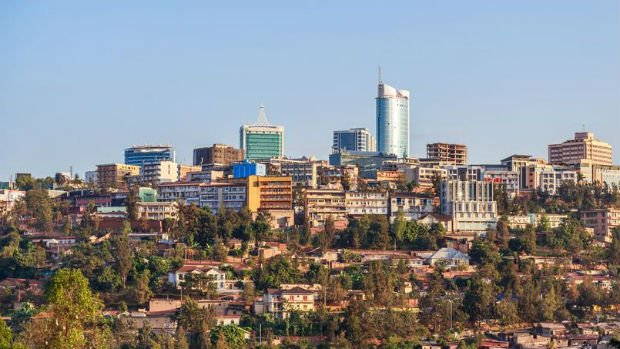 Le centre de Kigali culmine sur les hauteurs d'une des nombreuses collines