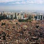 À São Paulo, immeubles de standing et favelas se côtoient