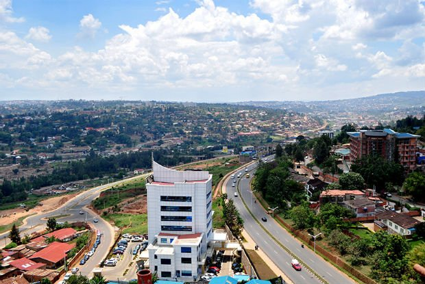 Kigali est très peu dense, mais la planification urbaine prévoit de densifier la ville.