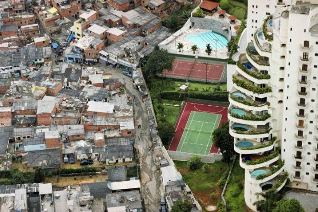 Une image iconique de São Paulo illustrant l'extrême inégalité de la ville