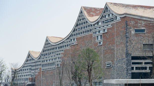 Une architecture qui s'intègre dans le tissu urbain et évoque les traditions chinoises par Wang Shu