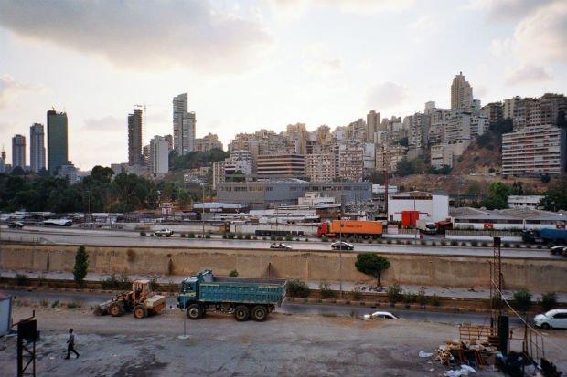 Vue sur l'est de Beyrouth depuis Bourj Hammoud, ville voisine