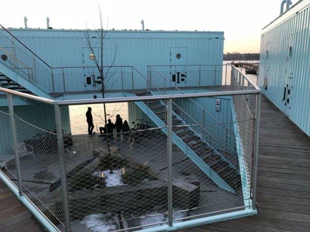 Conteneurs aménagés sur l'eau pour les étudiants d'Amsterdam