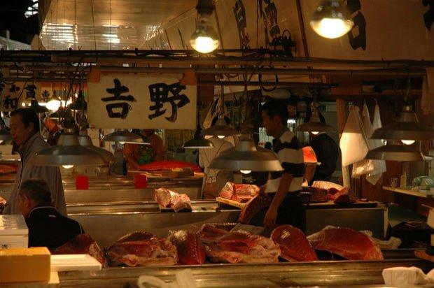"""Le Tsukiji d'hier, un """"must do"""" de tous les guides de Tokyo"""