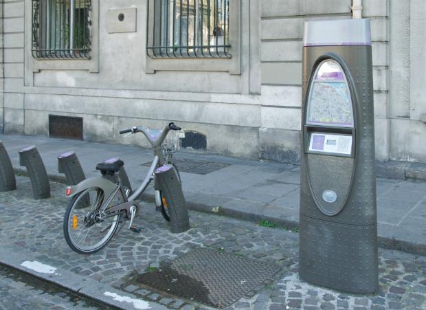 Le Security by design propose d'intégrer le mobilier urbain, comme l'installation de bornes de Velib', dans une logique de sécurité