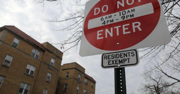 À Leonia dans le New Jersey, la ville a décidé pendant un temps d'interdire les voitures non-résidentes